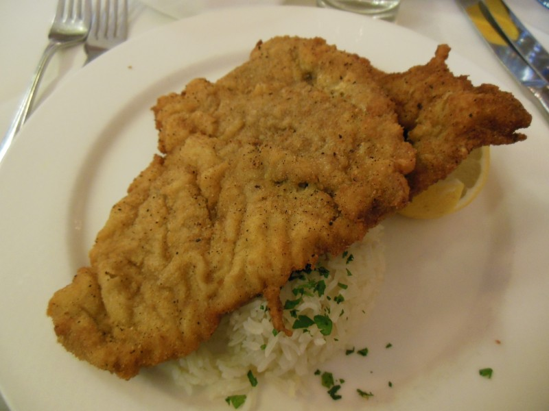 Wiener Schnitzel im Restaurant des Hotels Höldrichsmühle / HInterbrühl