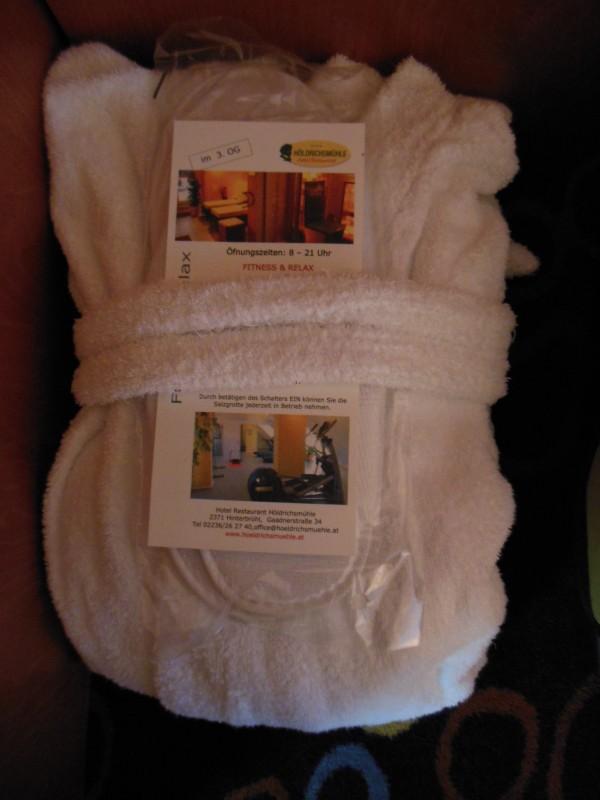 Bademantel und Hausschuhe im Hotel Höldrichsmühle / HInterbrühl