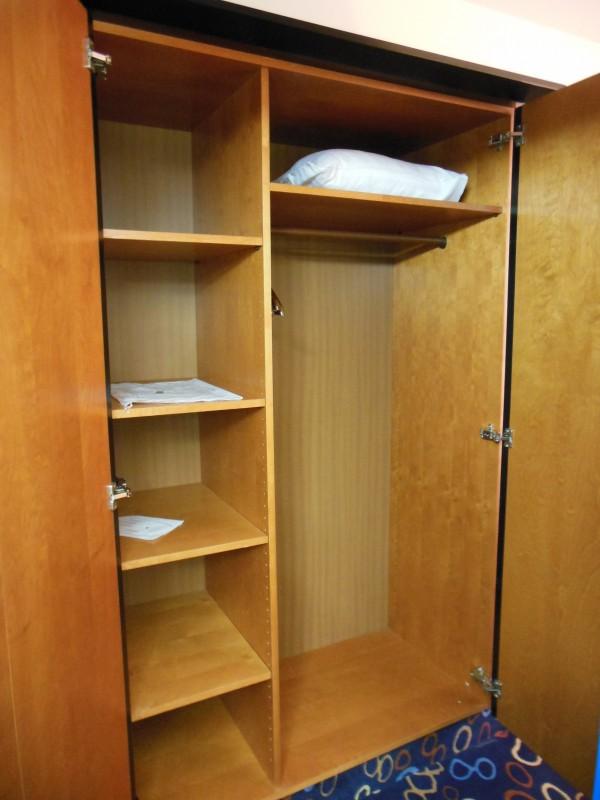Ausreichend Platz im Schrank im Hotel Höldrichsmühle / HInterbrühl