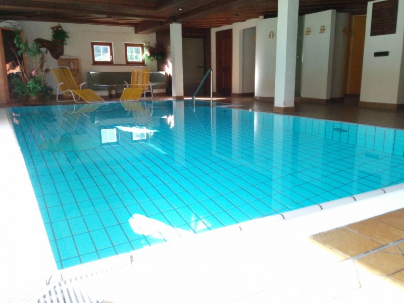 Pool zur Erholung oder sportlichen Betätigung im Hotel Stillachtal