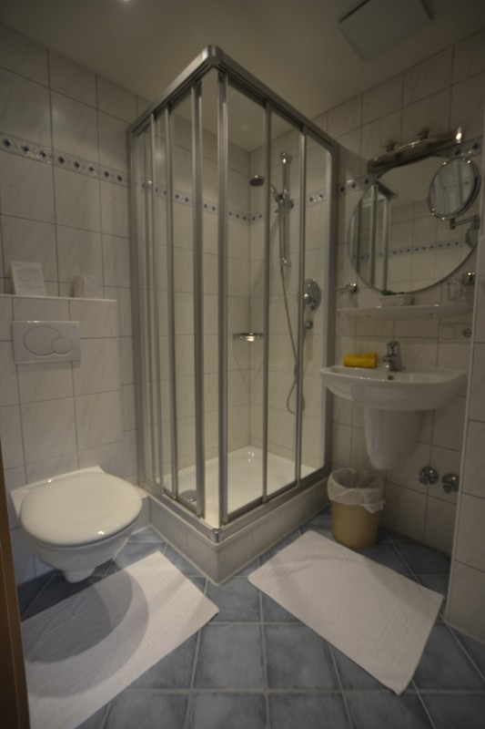 Bad im Einzelzimmer des Hotels Stillachtal