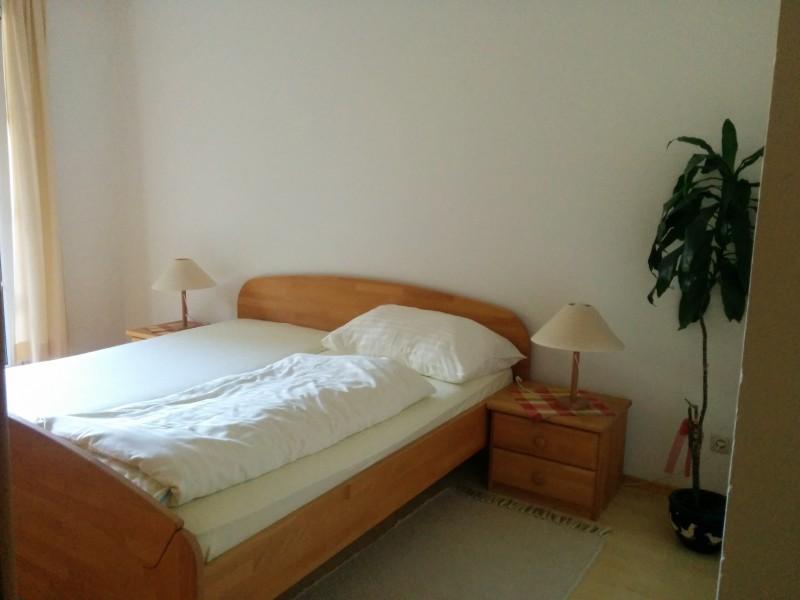 Bett in der Pension Kirchenwirt Klein-Mariazell, ein Via Sacra Gastgeber