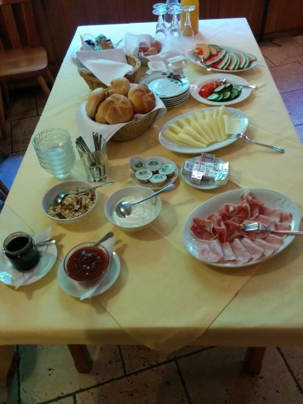 Frühstück in der Pension Kirchenwirt in Klein-Mariazell- kleine Auswahl, aber durchaus ausreichend