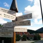 """Wegweiser zu allen """"wichtigen"""" Orten für Pilger in Gaaden auf der Via Sacra"""
