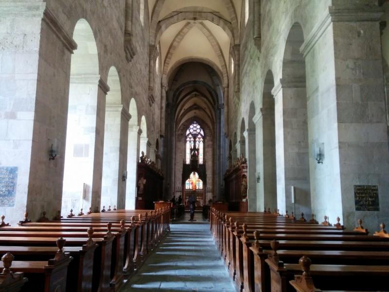 Im Inneren der Dreifaltigkeitskirche im Stift Heiligenkreuz auf der Via Sacra