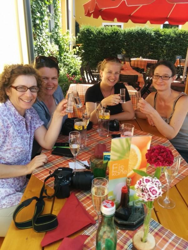 Von links nach rechts: Monika, Tanja, Elena und Yvonne - Pilgern an der Via Sacra