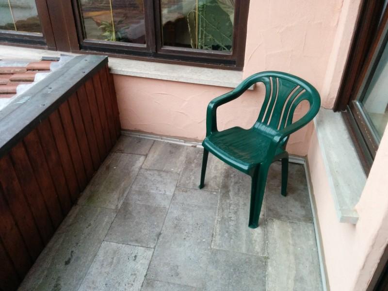 balkon, klein aber ok zum Raussitzen im flair Hotel Weinstube Lochner Markelsheim