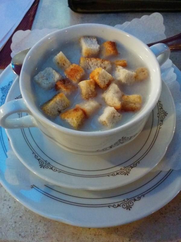 Weinsuppe als Vorspeise meines Drei-Gänge-Menüs in der Weinstube Lochner Markelsheim