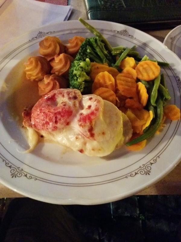 Hähnchen mit Tomate-Mozarella überbacken