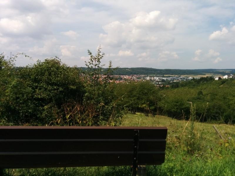 Bank mit Aussicht über Tauberbischofsheim