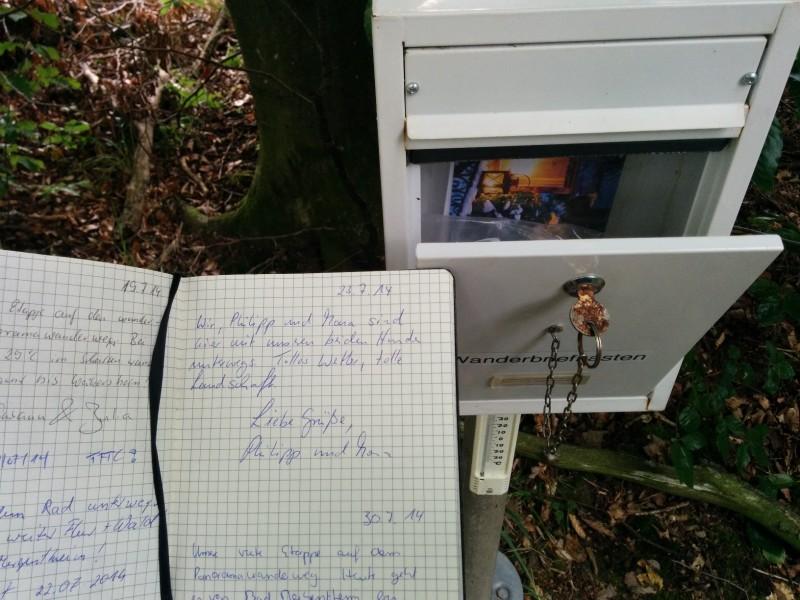 Briefkasten mit Pilgerbuch