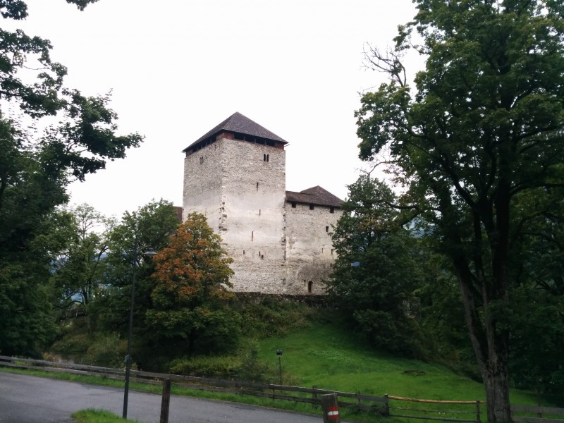 Burg Kaprun am Ende des Guggenhöhenwegs Kaprun
