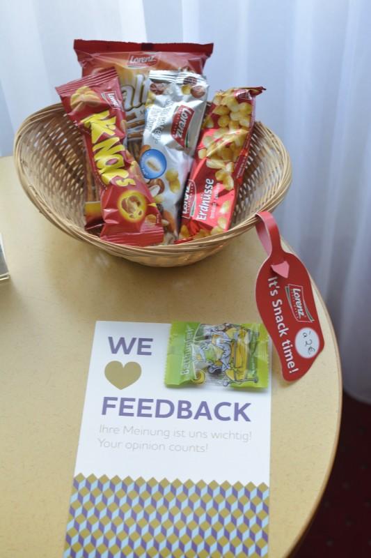 Salziges Zeug zum Kaufen im Zimmer des Hotel Mercure Saarbrücken City
