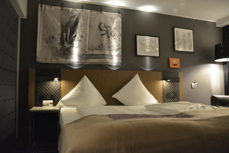 Bett im Business Zimmer Urban Style des Radisson Blu Karlsruhe
