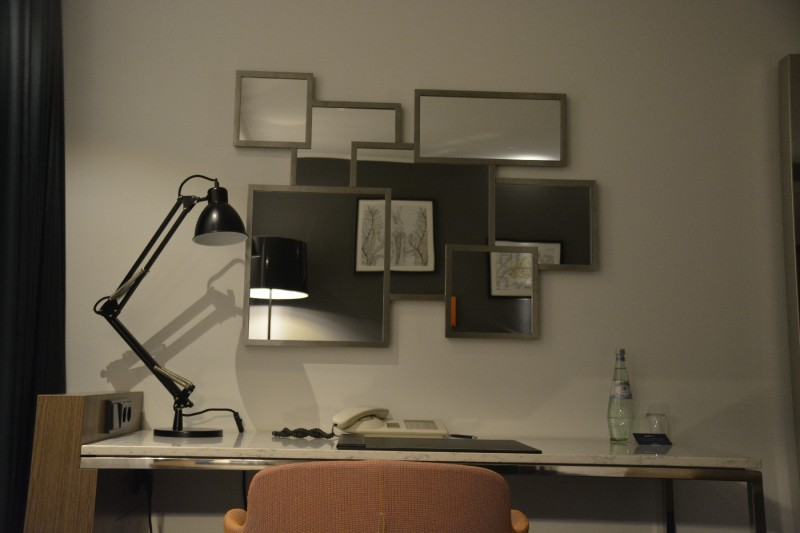 Schreibtisch im Business Zimmer Urban Style