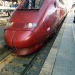 Da steht er und schaut mich etwas verliebt an, der Thalys ab Köln nach Paris