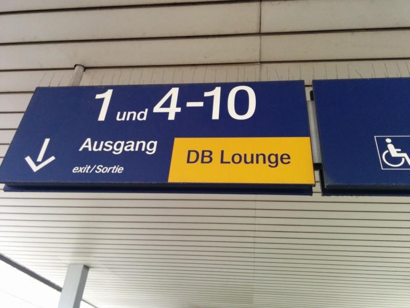 Wegweise zur DB Bahn Lounge Mannheim am Bahnsteig 2/3
