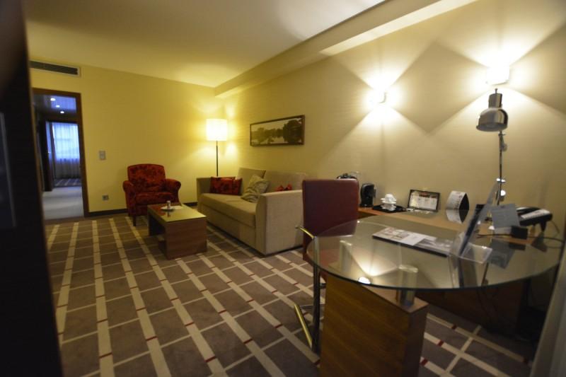Wohnraum der Privilege-Suite im Mercure Hotel Düsseldorf City Center
