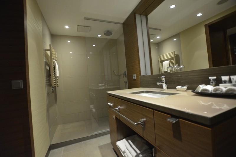 Badezimmer in der Privilege-Suite des Mercure Hotel Düsseldorf City Center