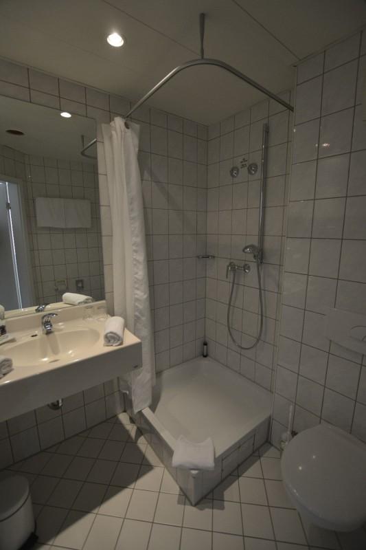 Dusche im Hotel Mercure Frankfurt Messe City