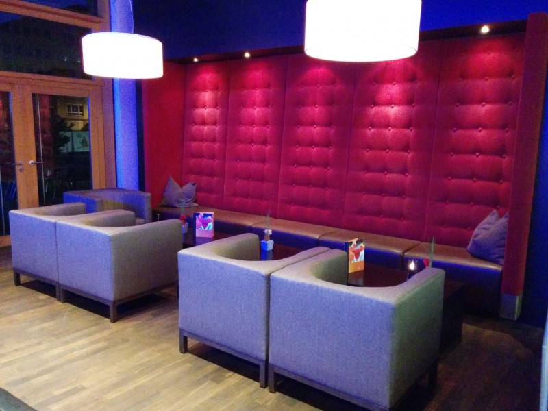 """Sitz""""ecke"""" in der bar des Novotel Karlsruhe"""