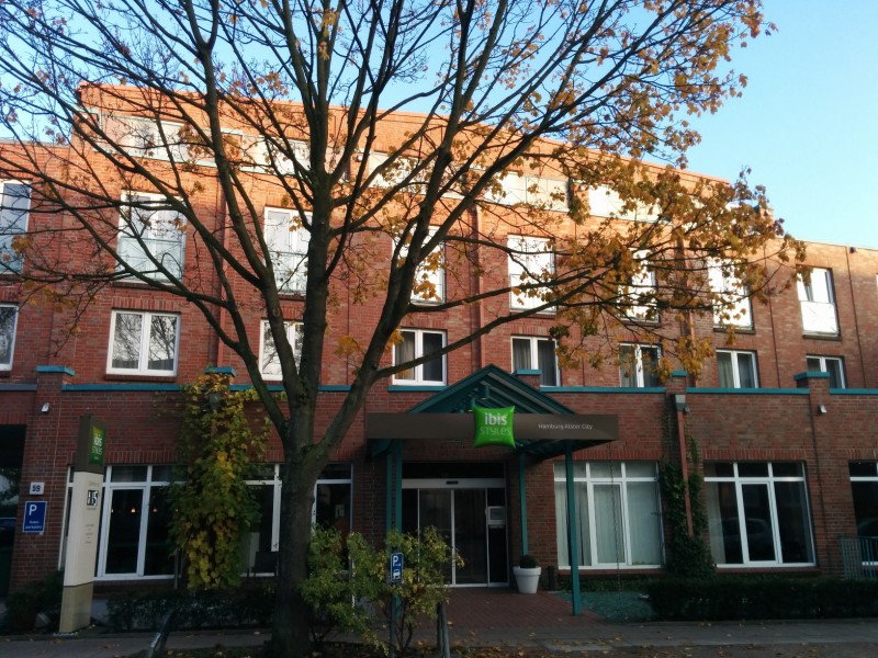 Außenansicht des Hotels ibis Styles Hamburg Alster City