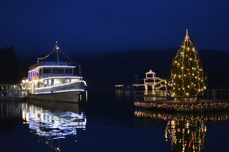Adventsschiff im Hafen am Stillen Advent Pörtschach