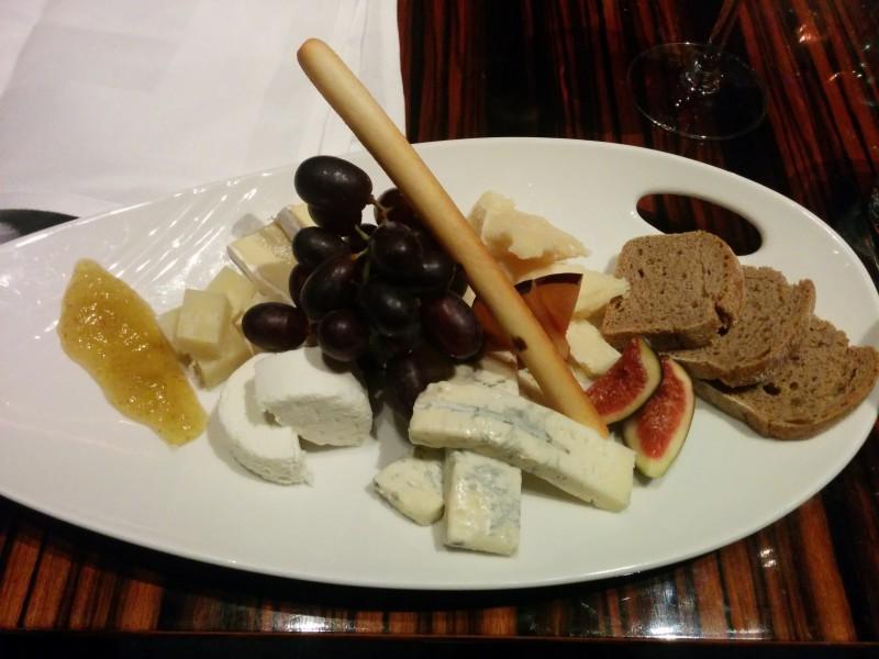 Gemischter Käseteller im Restaurant Coast des Radisson Blu Frankfurt *yummie*