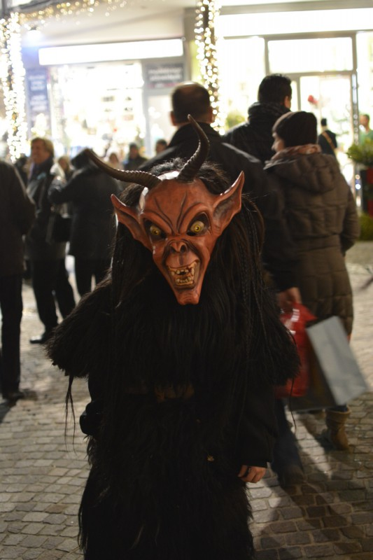 Krampus 2 in Velden auf dem Adventsmarkt am Wörthersee
