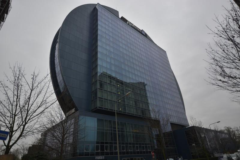 Das Hotel Radisson BLu Frankfurt, kurz vor dem Haupteingang