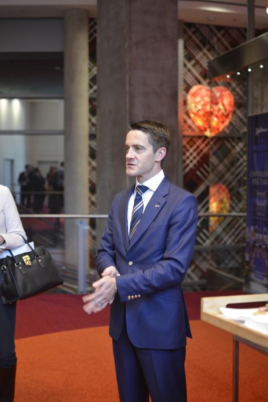 Helge Lütters, General Manager des Radisson Blu Frankfurt, bei der Begrüßung
