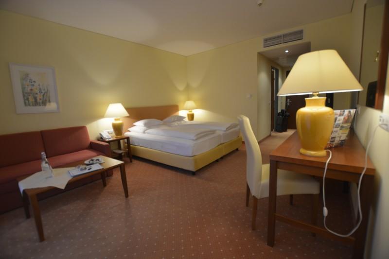 Blick durch das Zimmer 306 im Hotel Werzer's in Pörtschach am Wörthersee