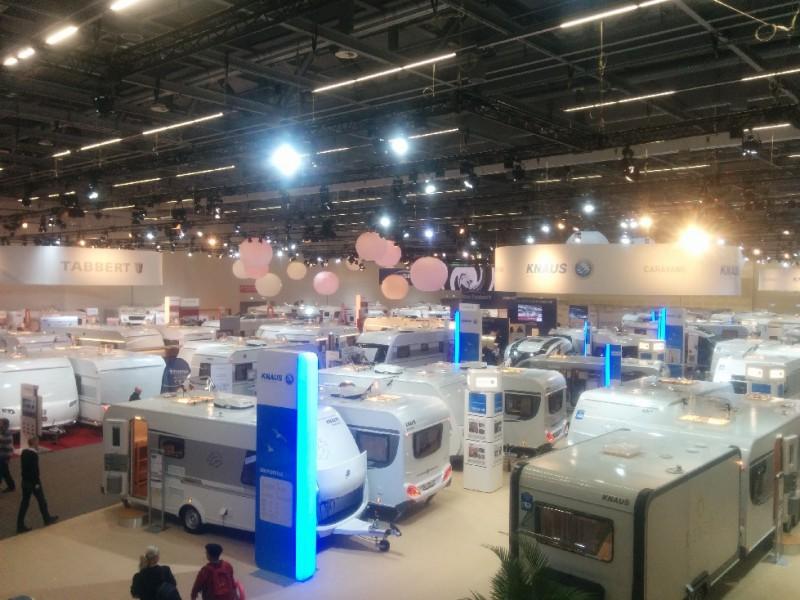 Blick in die Halle 2 auf der CMT 2015 in Stuttgart: Komplett belegt mit Fahrzeugen von Knaus-Tabbert