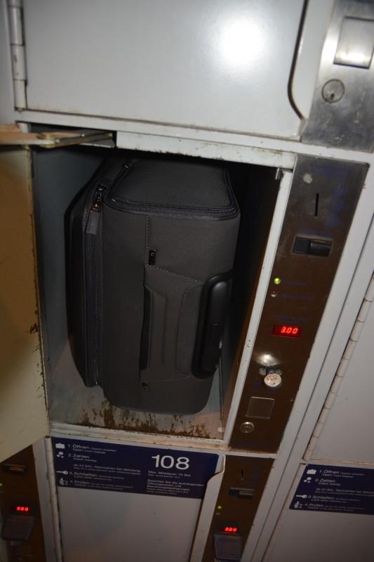 Der Samsonite  Handgepäckkoffer passt ins kleinste Schließfach. Perfekt!