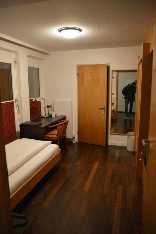 Der erste Blick in mein Einzelzimmer ins Hotel Germania / Bregenz