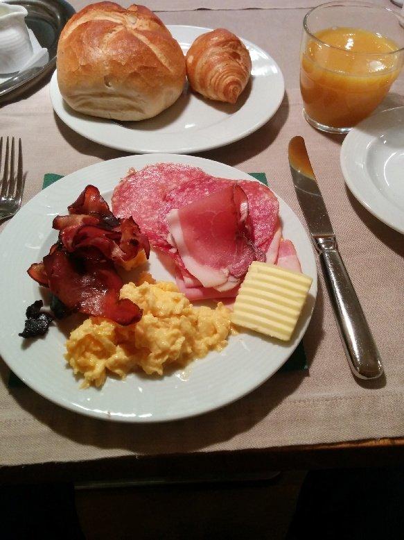 Mein Frühstücksteller im Hotel Germania in Bregenz