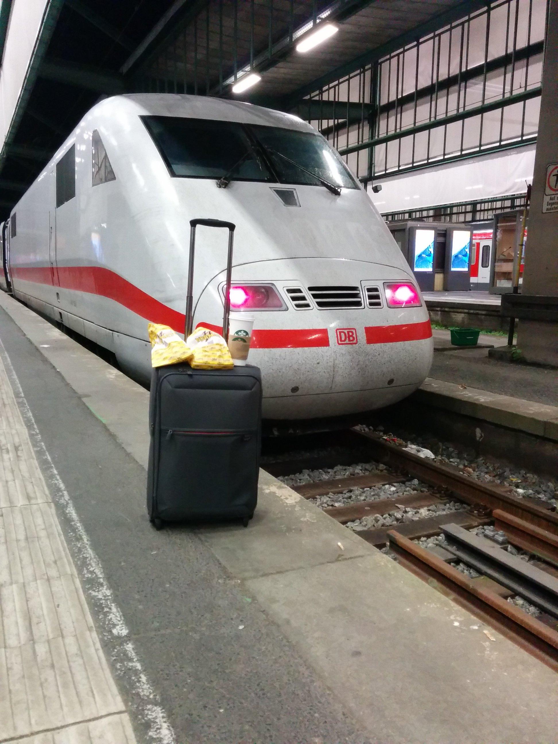 Mein Koffer auf Reisen mit meinem Lieblingsverkehrsmittel ;)