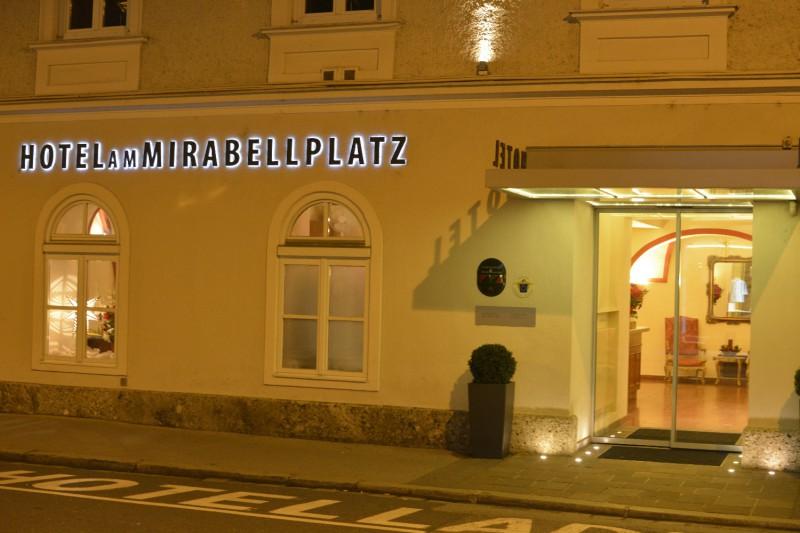 Eingang des Hotels am Mirabellplatz Salzburg