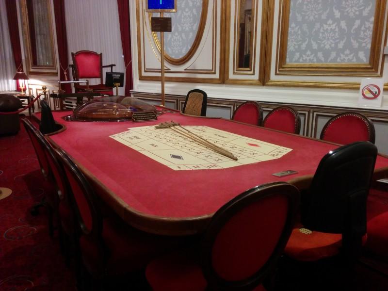 Roulettetisch in einem an diesem Abend unbenutzen Saal  in der Spielbank Bad Neuenahr