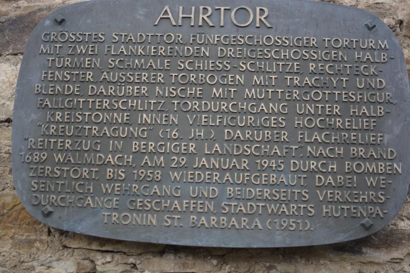 Tafel mit Informationen am Ahrtor in Ahrweiler