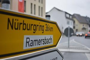 Strassenschild in Ahrweiler  in Richtung Nürburgring