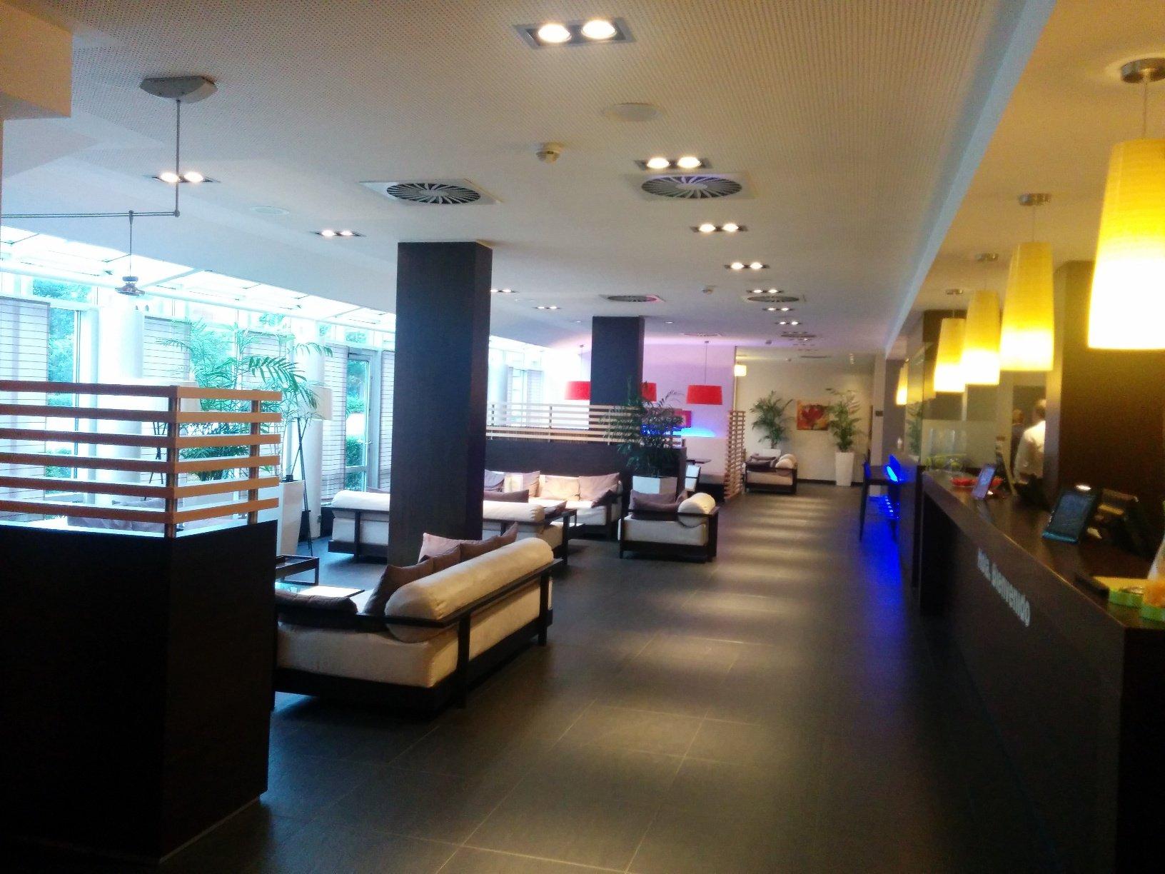 Schicke Lobby des NH Hotel Hamburg Mitte