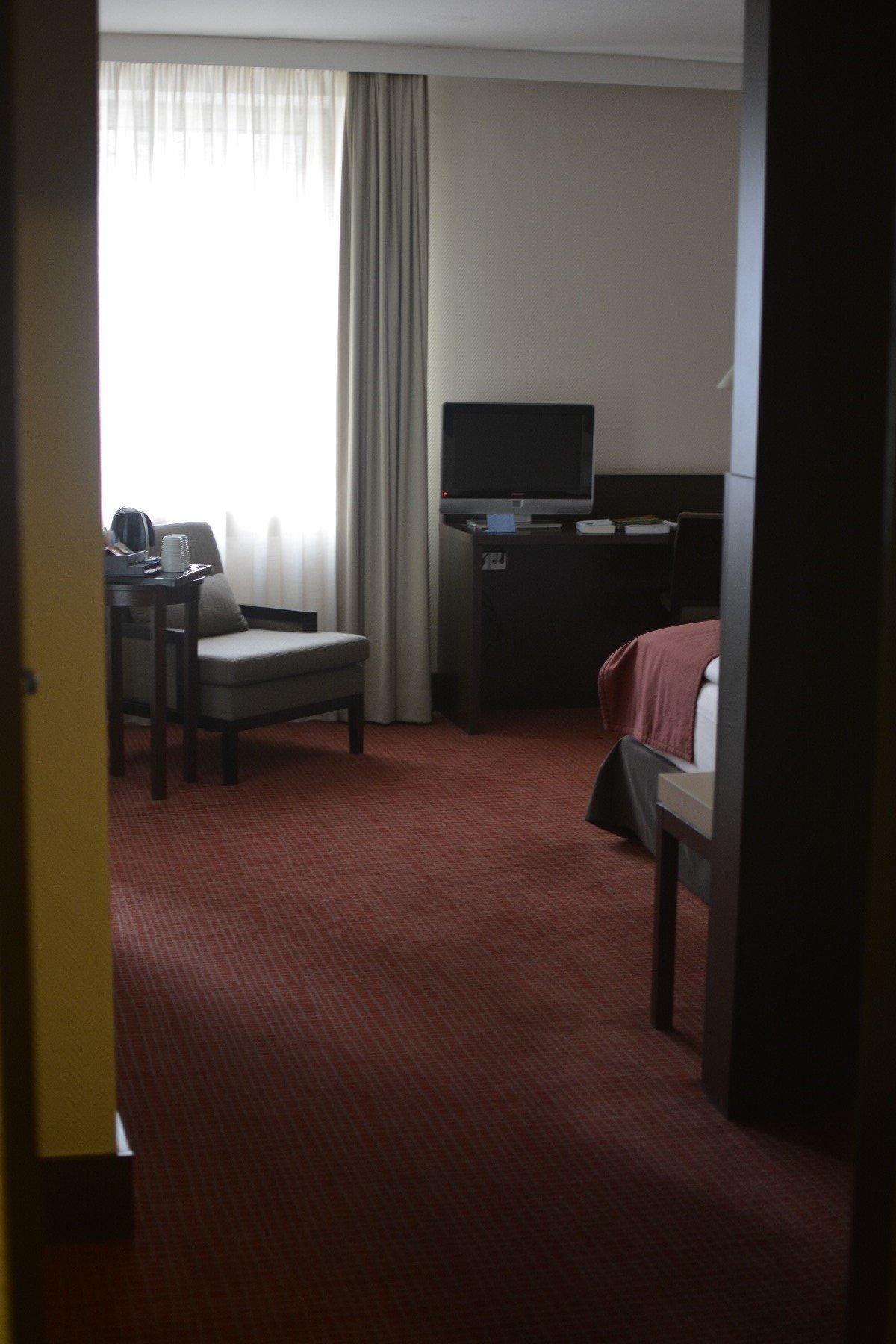 Der erste Blick in mein Zimmer des NH Hotel Hamburg Mitte