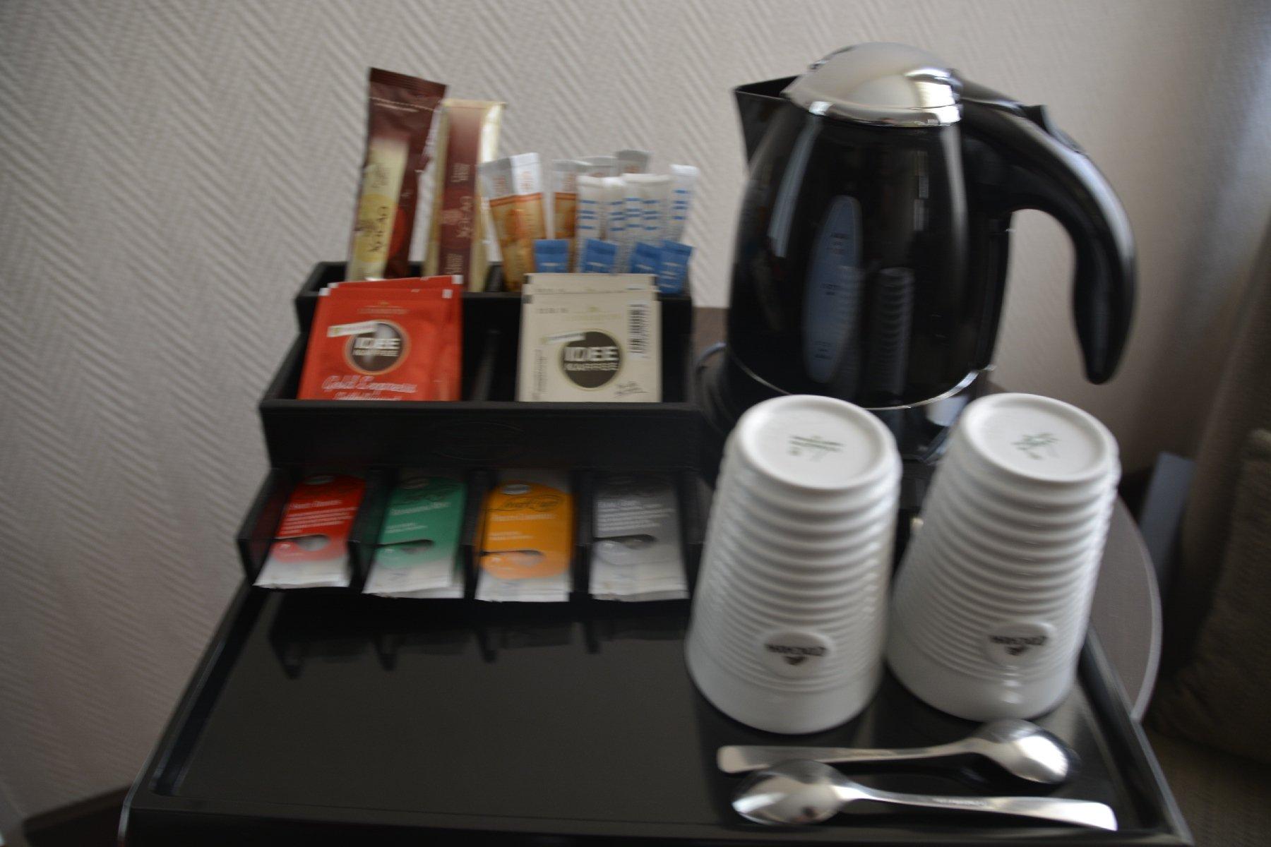 Wasserkocher im Zimmer des NH Hotels Hamburg Mitte
