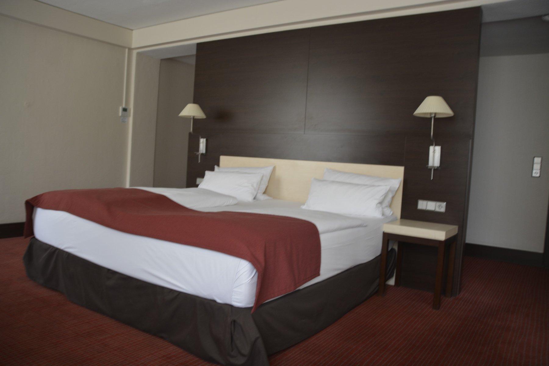 Das große King Size Bett - sehr bequem im NH Hotel Hamburg Mitte