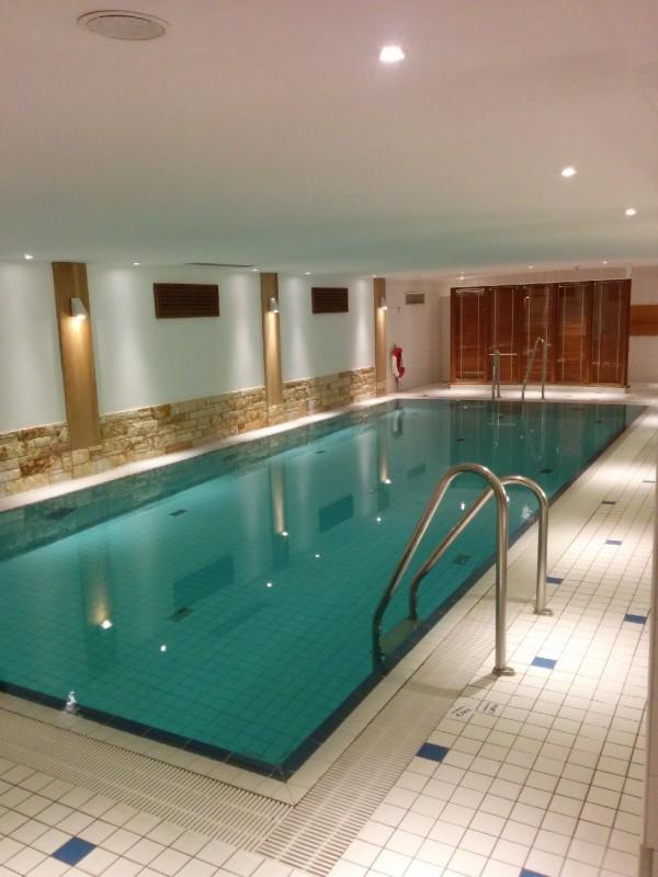 Pool im Hotel Radisson Blu Bremen