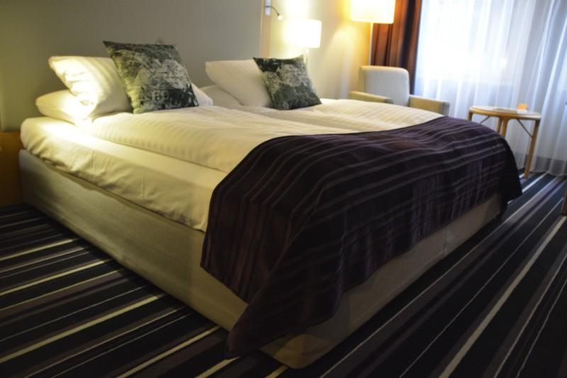 Mein hammerbequemes großes Bett im Radisson Blu Bremen