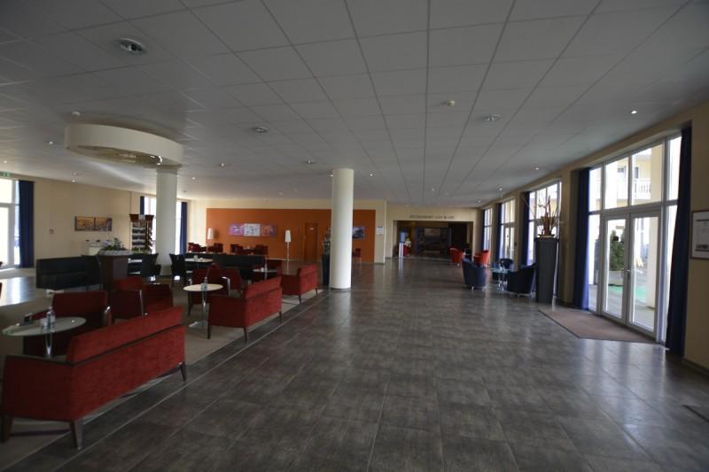 Große Lobby im Maritim Hafenhotel Rheinsberg