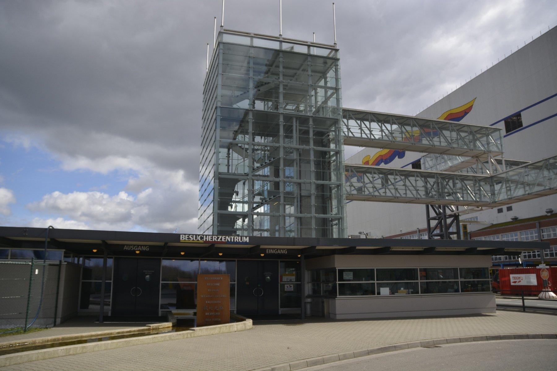 Eingang zum Besucherzentrum der Meyer-Werft in Papenburg