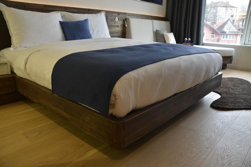 Das einladende Bett in meinem Zimmer im Radisson Blu Belgrad